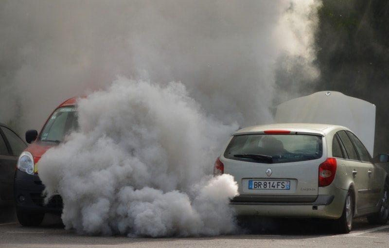 prea multe masini, prea mult fum-min